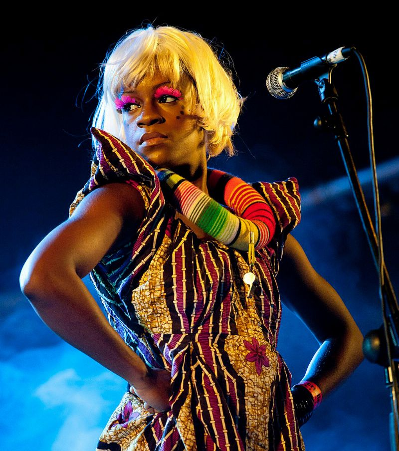 Ebony Bones backing vocalist Photo by Alterna2